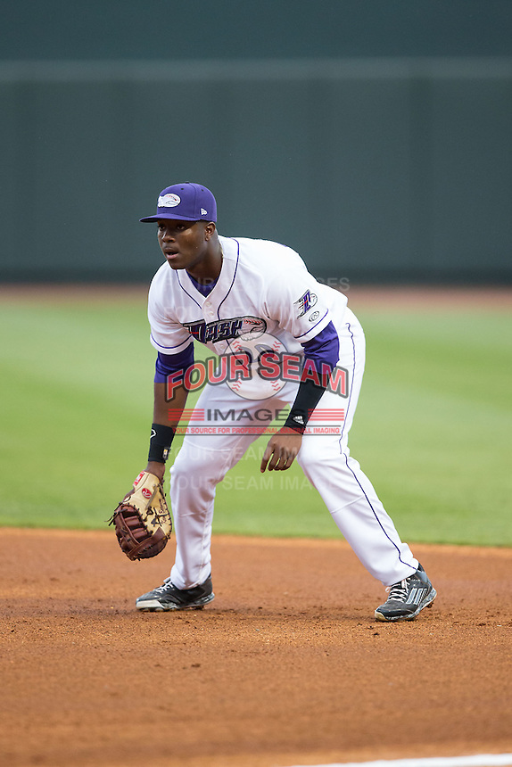 Winston-Salem Dash first baseman Keon Barnum (20) on defense against the Myrtle Beach Pelicans at BB&T Ballpark on April 18, 2015 in Winston-Salem, North Carolina.  The Pelicans defeated the Dash 8-4 in game two of a double-header.  (Brian Westerholt/Four Seam Images)