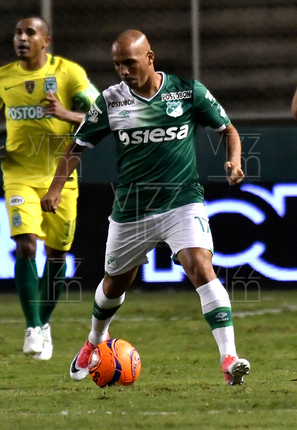 CALI - COLOMBIA – 14 - 06 - 2017: Mayer Candelo, jugador de Deportivo Cali, durante partido de ida de la final entre Deportivo Cali y Atletico Nacional, por la Liga Aguila I-2017, jugado en el estadio Deportivo Cali (Palmaseca) de la ciudad de Cali. / Mayer Candelo, player of Deportivo Cali, during a match of the first leg of the finals between Deportivo Cali and Atletico Nacional, for the Liga Aguila I-2017 at the Deportivo Cali (Palmaseca) stadium in Cali city. Photo: VizzorImage  / Luis Ramirez / Staff.