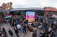 """11. re:publikca-Konferenz in Berlin<br /> Vom 8. bis 10. Mai 2017 findet in Berlin die elfte re:publica-Konferenz in Berlin unter dem Motto """"Love Out Loud"""" statt. Die Veranstalter wollen mit dem Motto """"Love Out Loud!"""" (LOL fuer positiv Denkende) ein """"Zeichen fuer Engagement und Emanzipation in der digitalen Gesellschaft setzen"""".<br /> Die Konferenz zum Thema Internet und digitale Gesellschaft bietet auf bis zu 18 Buehnen parallel mehr als 500 Stunden Programm. Ein guter Teil davon dreht sich um netzpolitische Fragestellungen aller Art. Erwartet werden ca. 8.000 Veranstaltungsteilnehmer.<br /> 9.5.2017, Berlin<br /> Copyright: Christian-Ditsch.de<br /> [Inhaltsveraendernde Manipulation des Fotos nur nach ausdruecklicher Genehmigung des Fotografen. Vereinbarungen ueber Abtretung von Persoenlichkeitsrechten/Model Release der abgebildeten Person/Personen liegen nicht vor. NO MODEL RELEASE! Nur fuer Redaktionelle Zwecke. Don't publish without copyright Christian-Ditsch.de, Veroeffentlichung nur mit Fotografennennung, sowie gegen Honorar, MwSt. und Beleg. Konto: I N G - D i B a, IBAN DE58500105175400192269, BIC INGDDEFFXXX, Kontakt: post@christian-ditsch.de<br /> Bei der Bearbeitung der Dateiinformationen darf die Urheberkennzeichnung in den EXIF- und  IPTC-Daten nicht entfernt werden, diese sind in digitalen Medien nach §95c UrhG rechtlich geschuetzt. Der Urhebervermerk wird gemaess §13 UrhG verlangt.]"""