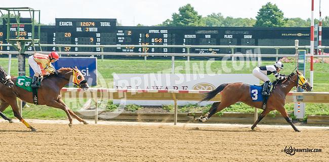 Alerta winning at Delaware Park on 9/19/15