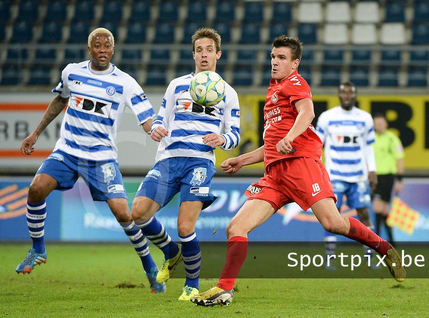 AA Gent - KV Kortrijk : Ivan Santini (rechts) aan de bal voor David Hubert (midden) en Valery Nahayo (links) <br /> foto VDB / Bart Vandenbroucke