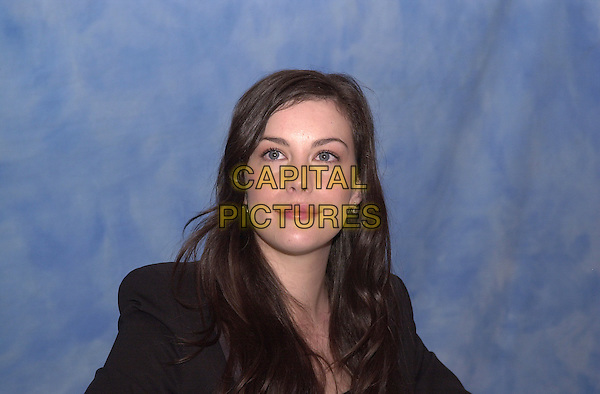 LIV TYLER.December 2003.headshot portrait .www.capitalpictures.com.sales@capitalpictures.com.© Capital Pictures.