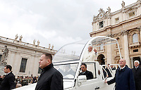 Papa Francesco saluta i fedeli al termine dell'udienza generale del mercoledi' in Piazza San Pietro, Citta' del Vaticano, 5 febbraio 2014.<br /> Pope Francis waves to faithful as he leaves at the end of his weekly general audience in St. Peter's Square at the Vatican, 5 February 2014.<br /> UPDATE IMAGES PRESS/Riccardo De Luca<br /> <br /> STRICTLY ONLY FOR EDITORIAL USE