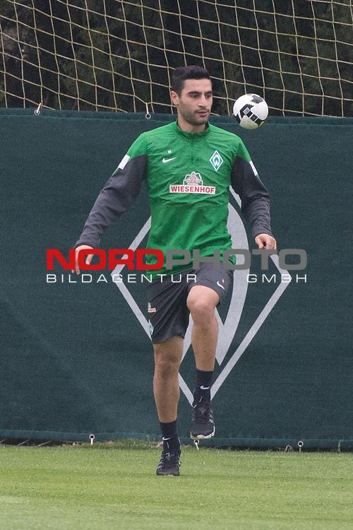 Trainingsgel&auml;nde, Jerez, ESP, 1.FBL, Trainingslager Werder Bremen 2014,  12.01.2014, <br /> <br /> Aufbautraining mit Ball <br /> Mehmet Ekici (Bremen #10)1)<br /> <br /> <br /> Foto &copy; nordphoto/ Kokenge