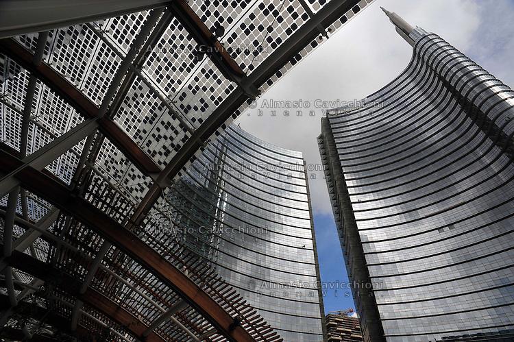Milano: il quartiere rinnovato di Porta Nuova,  le Torri progettate dall'architetto Cesar Pelli