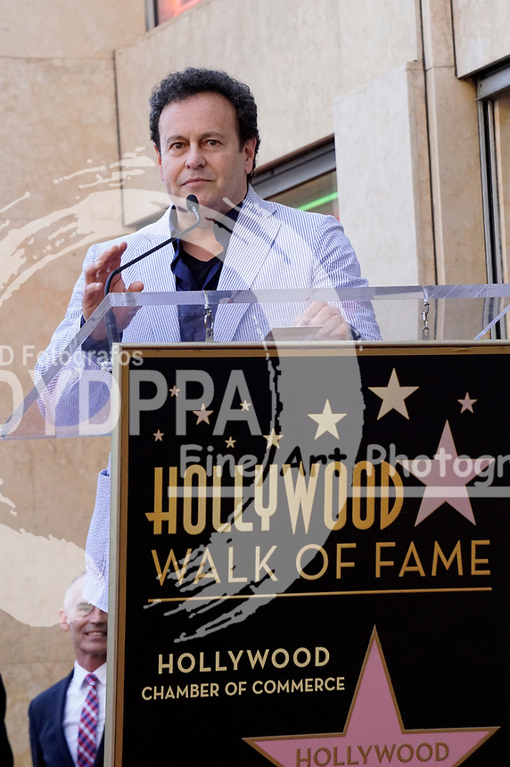 Mitchell Hurwitz bei der Zeremonie zur Verleihung von einem Stern an Jeffrey Tambor auf dem Hollywood Walk of Fame. Los Angeles, 08.08.2017