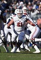STATE COLLEGE, PA - NOVEMBER 10: Wisconsin C Tyler Biadasz (61) blocks during the Wisconsin Badgers vs. the Penn State Nittany Lions on November 10, 2018 at Beaver Stadium in State College, PA. (Photo by Randy Litzinger/Icon Sportswire)