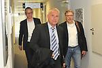 v.l. Frank Briel, Rechtsanwalt Dr Markus Schuetz (Sch&uuml;tz) und Peter Rettig beim Rechtsstreit Rettig gegen TSG 1899 Hoffenheim.<br /> <br /> Foto &copy; PIX-Sportfotos *** Foto ist honorarpflichtig! *** Auf Anfrage in hoeherer Qualitaet/Aufloesung. Belegexemplar erbeten. Veroeffentlichung ausschliesslich fuer journalistisch-publizistische Zwecke. For editorial use only.
