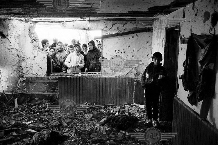 Young Albanians visit the house of KLA leader Adem Jashari who was killed along with 50 members of his family and village in one of the first massacres of the war..Prekaz, 06/03/99.