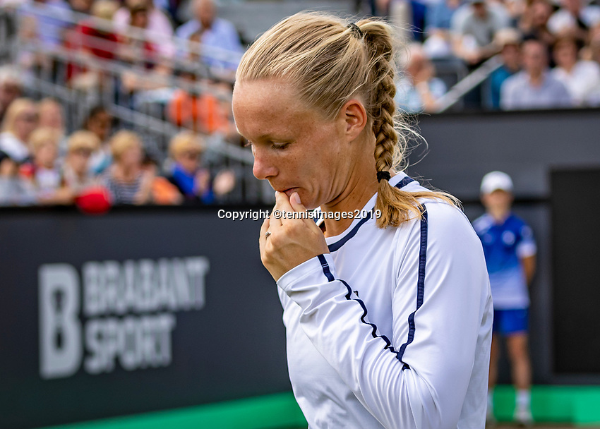 Rosmalen, Netherlands, 16 June, 2019, Tennis, Libema Open, Kiki Bertens (NED) leaves the court in frustration after loosing the final to Riske (USA)<br /> Photo: Henk Koster/tennisimages.com