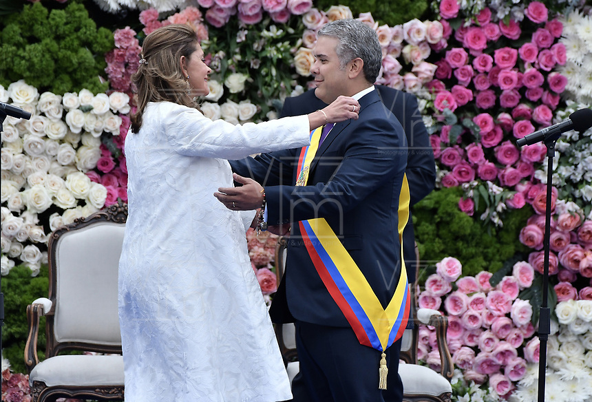 BOGOTÁ - COLOMBIA, 07-08-2018: Marta Lucia Ramirez toma juramento como vicepresidenta de Colombia ante Ivan Duque, nuevo presidente de la República de Colombia para el período constitucional 2018 - 22 en la Plaza Bolívar el 7 de agosto de 2018 en Bogotá, Colombia. / Marta Lucia Ramirez swearing as vice president of Colombia during the swearing ceremony where Ivan Duque, takes office to constitutional term as president of the Republic of Colombia 2018 - 22 at Plaza Bolivar on August 7, 2018 in Bogota, Colombia. Photo: VizzorImage/ Gabriel Aponte / Staff