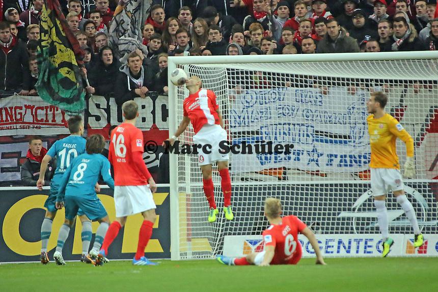 Elkin Soto (Mainz) rettet auf der Linie - 1. FSV Mainz 05 vs. Eintracht Frankfurt, Coface Arena, 12. Spieltag