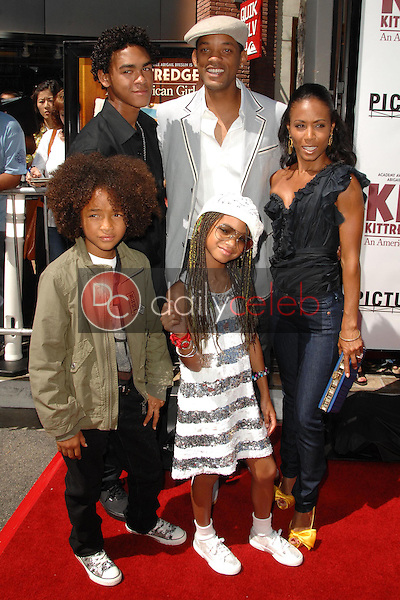 Will Smith with Jada Pinkett Smith, Willow Smith and family<br />