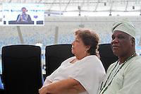 """RIO DE JANEIRO, RJ, 19.05.2014  - CAMPANHA COPA DA PAZ NO MARACANÃ -  A Pastoral do Esporte da Arquidiocese do Rio de Janeiro realiza no Maracanã, um encontro inter-religioso para marcar o inicio da campanha Copa da Paz, que promove o o tema social da Copa de Mundo de 2014: """"Por um mundo sem armas, drogas, violência e racismo"""" e a campanha da fraternidade 2014: """"Fraternidade e Trafico Humano"""". No Maracanã zona norte da cidade nessa segunda 19. (Foto: Levy Ribeiro / Brazil Photo Press)"""