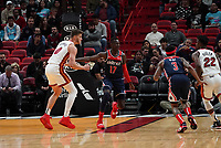 Isaac Bonga (G/F, Washington Wizards, #17) gegen Meyers Leonard (F/C Miami Heat, #00) - 22.01.2020: Miami Heat vs. Washington Wizards, American Airlines Arena