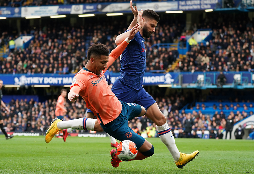 Everton's Mason Holgate battles for possession with Chelsea's Olivier Giroud<br /> <br /> Photographer Stephanie Meek/CameraSport<br /> <br /> The Premier League - Chelsea v Everton - Sunday 8th March 2020 - Stamford Bridge - London<br /> <br /> World Copyright © 2020 CameraSport. All rights reserved. 43 Linden Ave. Countesthorpe. Leicester. England. LE8 5PG - Tel: +44 (0) 116 277 4147 - admin@camerasport.com - www.camerasport.com