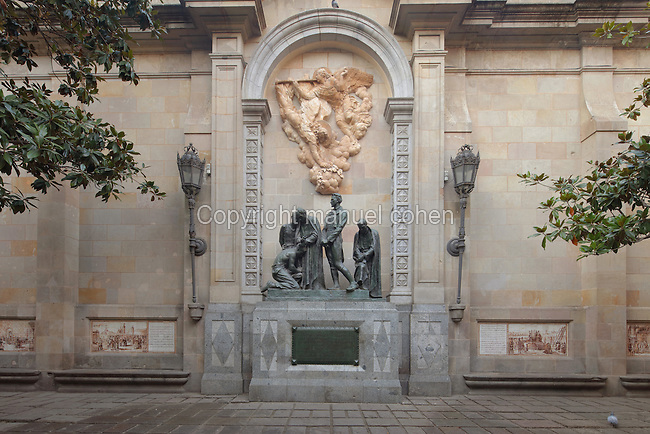 «A los martires de la independencia», also know as «A los heroes de 1809», designed by Pere Benavent de Barbera and completed in 1941 with works of the sculptors Josep Llimona and Vicente Navarro, located in plaza de Garriga i Bachs in Barcelona, Catalonia, Spain. This monument is dedicated to the Peninsular War (1807–1814), between Napoleon's empire and the allied powers of Spain, Britain and Portugal for the control of the Iberian Peninsula during the Napoleonic Wars. Picture by Manuel Cohen