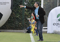 BOGOTÁ -COLOMBIA, 18-07-2015. Santiago Escobar técnico de La Equidad gesticula durante partido contra Deportivo Cali por la fecha 2 de la Liga Águila II 2015 jugado en el estadio Metropolitano de Techo de la ciudad de Bogotá./ Santiago Escobar coach of La Equidad gestures during match against Deportivo Cali for the second date of the Aguila League II 2015 played at Metropolitano de Techo stadium in Bogotá city. Photo: VizzorImage/ Gabriel Aponte / Staff