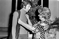 """""""Au vieux bardeau"""" - Claude Steben et la propriétaire madame Irène Keet<br /> , Vers 1970<br /> Photographe : Jacques Thibault<br /> - Agence Quebec Presse- Agence Quebec Presse"""