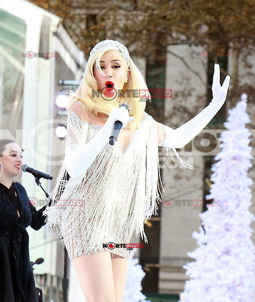 EW YORK, NY - NOVEMBER 21: Gwen Stefani rehearses and tapes her performance segment Macy's Day Parade 2017 at Bryant Park in New York City on November 21, 2017. Credit: RW/MediaPunch /NortePhoto.com