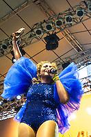 CURITIBA, PR, 09.11.2013 – GABY AMARANTOS, realizou show contagiante, que animou o público presente na corrente cultural, na noite deste sábado(09), em Curitiba, no palco localizado no rua XV de novembro, centro de da cidade. É a primeira apresentação da cantora no sul do pais. FOTO: PAULO LISBOA – BRAZIL PHOTO  PRESS