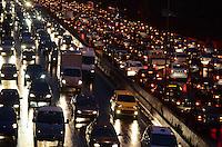 SAO PAULO, 21 DE JUNHO DE 2012 - TRANSITO SP - Transito na Avenida 23 de maio, altura da Vila Mariana no fim da tarde desta quinta feira. FOTO: ALEXANDRE MOREIRA - BRAZIL PHOTO PRESS