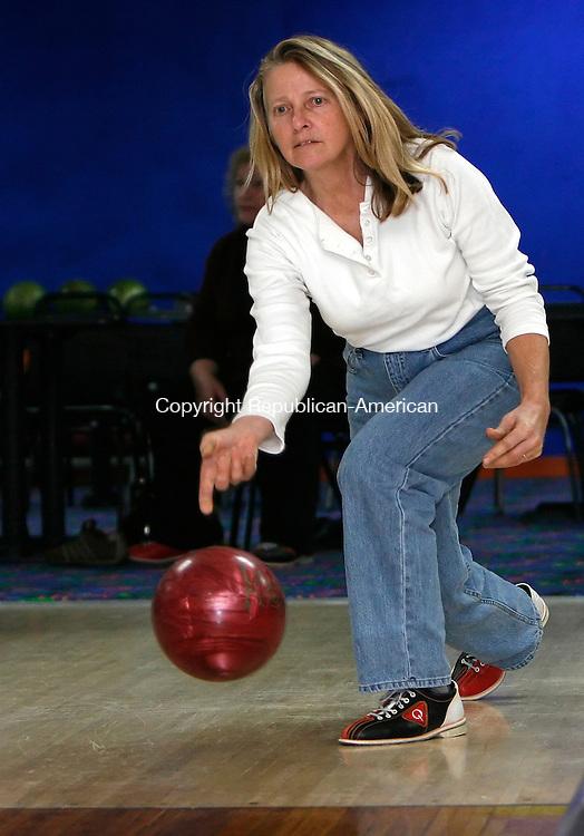 THOMASTON, CT, 01/11/08- 011109BZ06- Debera Riiska (CQ), of Litchfield, bowls with friends at Thomaston Lanes Sunday afternoon.<br />  Jamison C. Bazinet Republican-American