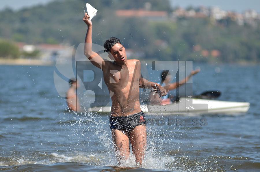 SAO PAULO, SP, 21 DE SETEMBRO DE 2013 – VIRADA ESPORTIVA 2013: Nadadores participam de prova de Duathon durante Virada Esportiva 2013. A prova foi realizanda na manhã deste sabado (21) na represa de Guarapiranga, na zona sul de São Paulo. FOTO: LEVI BIANCO - BRAZIL PHOTO PRESS
