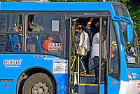 Transporte em õnibus lotado. São Paulo. 2007. Foto de Juca Martins.