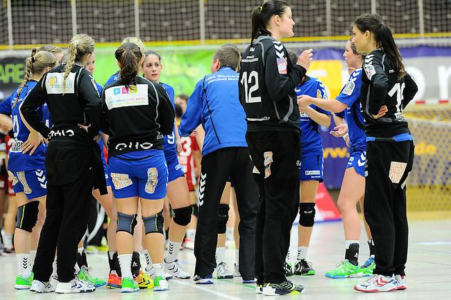 BENSHEIM, DEUTSCHLAND - MAERZ 15: 2. Spieltag in der Abstiegsrunde der Handball Bundesliga Frauen (HBF) in der Saison 2013/2014 zwischen dem Tabellenletzten HSG Bensheim/Auerbach (rot) und dem Tabellenersten der Abstiegsrunde, der HSG Blomberg-Lippe (blau) am 15. Maerz 2014 in der Weststadthalle Bensheim, Deutschland. Endstand 29:32. (16:15)<br /> (Photo by Dirk Markgraf/www.265-images.com) *** Local caption ***