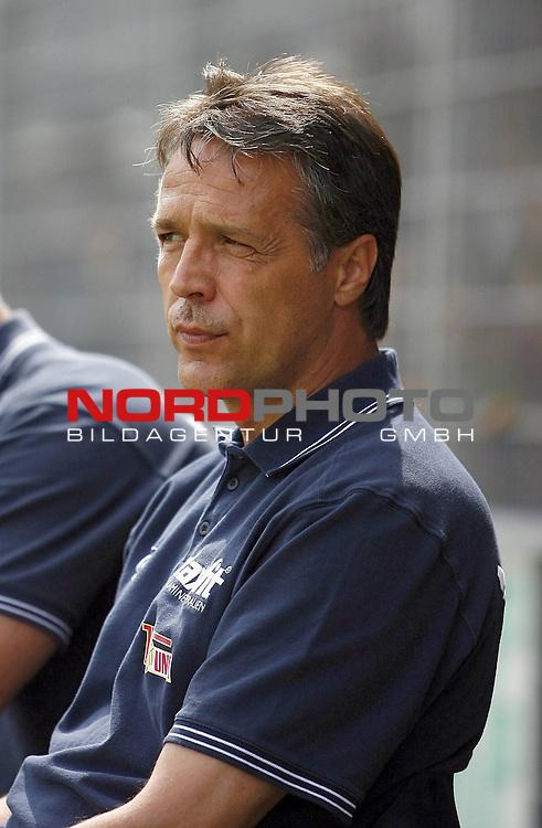 RLN 2007/2008 4. Spieltag Hinrunde<br /> BSV Kickers Emden - 1. FC Union Berlin<br /> Union Berlins Trainer Uwe Neuhaus<br /> <br /> Foto &copy; nph (  nordphoto  )<br /> <br /> <br /> <br />  *** Local Caption ***