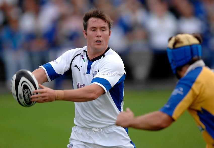 Photo: Richard Lane..Bath Rugby v Parma. Pre Season Friendly. 16/08/2006. .Bath's Nick Walshe passes.