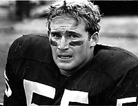 Oakland Raiders linebacker Dan Conners (1969 photo/Ron Riesterer)