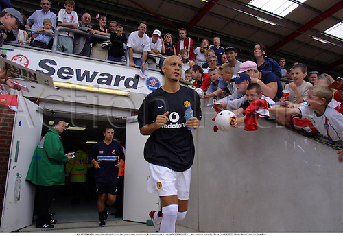 RIO FERDINAND comes onto the pitch for the pre-game warm-up, Bournemouth 2 v MANCHESTER UNITED 3, Pre-Season Friendly, Dean Court 020727 Photo:Peter Tarry/Action Plus...Soccer.Football.2002.premiership premier league.