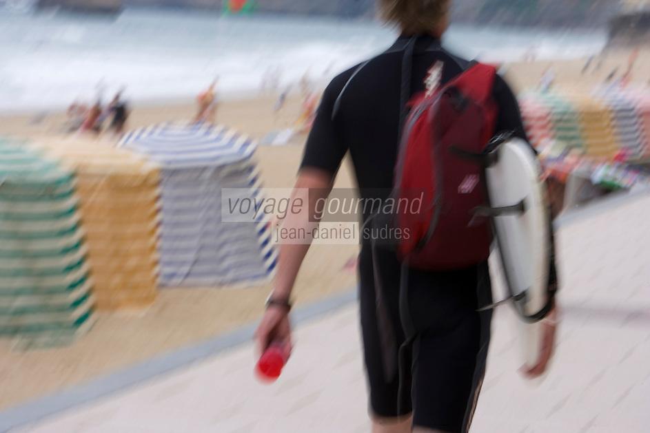 Europe/France/Aquitaine/64/Pyrénées-Atlantiques/Biarritz: Surfer  sur la grande plage