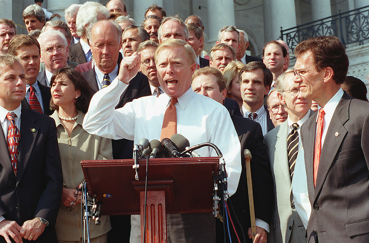 10/09/97.CAMPAIGN FINANCE RALLY--House Minority Leader Dick Gephardt, D-Mo. at podium, and Senate Minority Leader Tom Daschle, D-S.D., right, and other Democrats at a rally urging campaign finance reform..CONGRESSIONAL QUARTERLY PHOTO BY SCOTT J. FERRELL