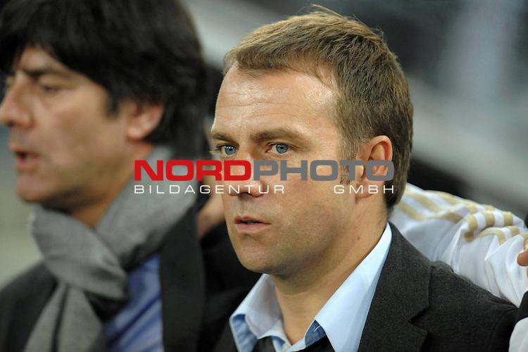 Fussball, L&auml;nderspiel, WM 2010 Qualifikation Gruppe 4 in M&ouml;nchengladbach ( Borussia Park ) <br />  Deutschland (GER) vs. Wales ( GB ) 1:0 ( 0:0 )<br /> <br /> Hans-Dieter Flick / Co Trainier und Joachim Loew (L&ouml;w) - ( Germany / Trainer / Coach / ) <br /> <br /> Foto &copy; nph (  nordphoto  )<br />  *** Local Caption ***