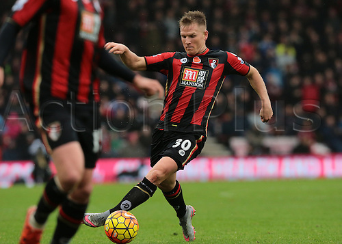 07.11.2015. Vitality Stadium, Bournemouth, England. Barclays Premier League. Matt Ritchie of Bournemouth controls the ball