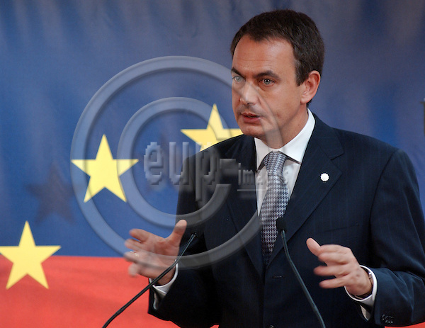 Brussels-Belgium - November 05, 2004---European Heads of State and Government and Foreign Ministers meet for the summit / European Council, at the 'Justus Lipsius', seat of the Council of the European Union in Brussels; here, José Luis Rodríguez ZAPATERO, Prime Minister of Spain, during his press conference towards the end of the summit---Photo: Horst Wagner/eup-images