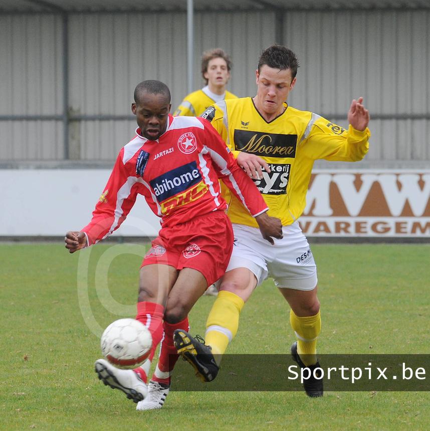 SC Wielsbeke - White Star Woluwe..Thierry Eeckman in duel met Djadi Omonga (links)..foto David Catry / VDB