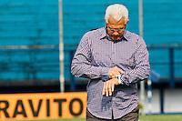 ATENÇÃO EDITOR: FOTO EMBARGADA PARA VEÍCULOS INTERNACIONAIS SÃO CAETANO,SP,22 SETEMBRO 2012 - CAMPEONATO BRASILEIRO SERIE B -SÃO CAETANO x CRB - Emerson Leão tecnico do São Caetano  durante partida São Caetano X CRB válido pela 26º rodada do Campeonato Brasileiro serie B no Estádio Anacleto Campanela, no abc paulista na tarde  deste sabado (22).(FOTO: ALE VIANNA -BRAZIL PHOTO PRESS)