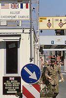 - the Berlin Wall at the border crossing Checkpoint Charlie, in the Kreuzberg district, French soldier....- il Muro di Berlino al passaggio di frontiera Checkpoint Charlie, nel quartiere di Kreuzberg, militare francese