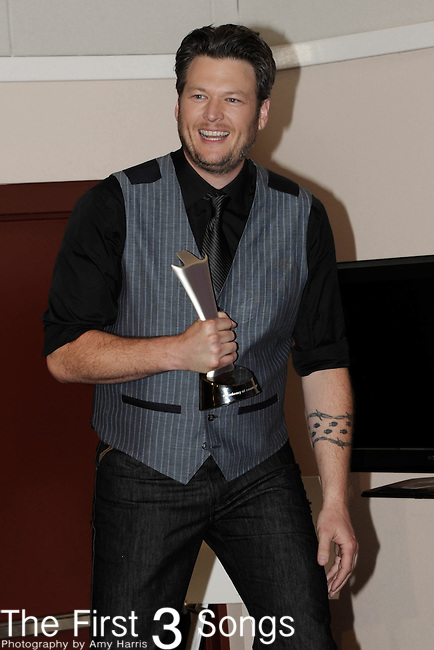 Blake Shelton with the award for Male Vocalist of The Year in the press room at the 47th Annual Academy of Country Music Awards in Las Vegas, Nevada on April 1, 2012.