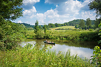 Deutschland, Bayern, Oberbayern, Naturpark Altmuehltal, bei Altendorf: Kanufahrt auf der Altmuehl | Germany, Upper Bavaria, Nature Park Altmuehl Valley, near Altendorf: canoeing on river Altmuehl