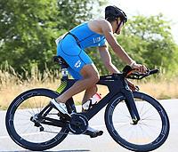 Der spätere Sieger Pascal Ramali auf dem Fahrrad - Mörfelden-Walldorf 15.07.2018: 10. MöWathlon