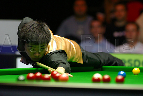 9 November 2004: Snooker Player Ding Junhui (CHN) during his match with Jimmy White (ENG). The British Open, The Brighton Centre, Brighton, England. Photo: Glyn Kirk/Actionplus....041109.