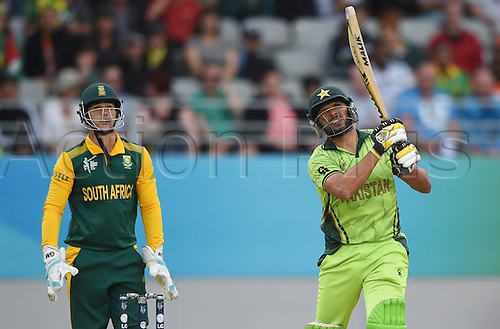07.03.2015. Auckland, New Zealand.  Shahid Afridi batting as Quinton de Kock looks on during the ICC Cricket World Cup 2015 match between South Africa and Pakistan at Eden Park, Auckland. Saturday 7 March 2015.