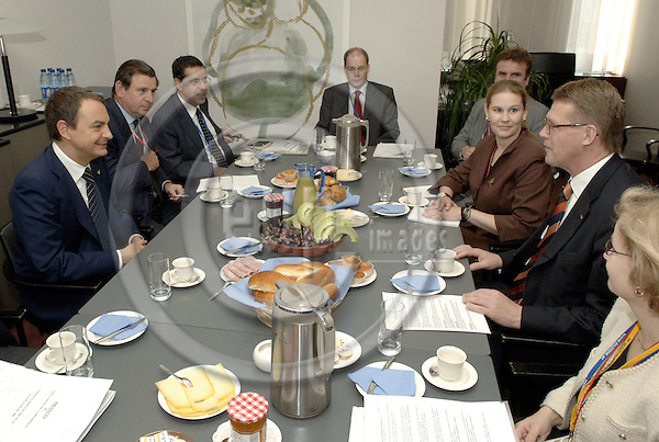Brussels-Belgium - 16 June 2006---European Council, second day of the summit; here, Matti VANHANEN (ri), Prime Minister of Finland, meets with / receives José Luis Rodríguez ZAPATERO (le)(Jose, Rodriguez), Prime Minister of Spain, for a working breakfast---Photo: Horst Wagner/eup-images