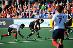 The Hague, Netherlands, June 01: Shea McAleese #25 of New Zealand dribbles the ball during the field hockey group match (Men - Group B) between the Black Sticks of New Zealand and Korea on June 1, 2014 during the World Cup 2014 at GreenFields Stadium in The Hague, Netherlands. Final score 2:1 (1:0) (Photo by Dirk Markgraf / www.265-images.com) *** Local caption ***