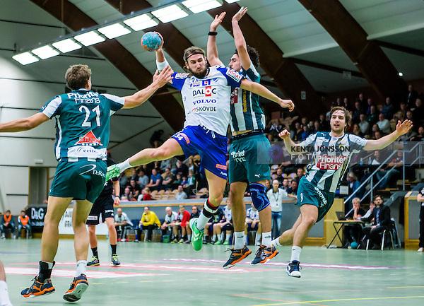 Stockholm 2013-12-08 Handboll Elitserien Hammarby - IFK Sk&ouml;vde :  <br /> Sk&ouml;vde Tobias Warvne  p&aring; genombrott i kamp med Hammarby 21 Anders Wiik-Rydberg , Hammarby 2 Jonatan Wenell och Hammarby 9 Nils Pettersson<br /> (Foto: Kenta J&ouml;nsson) Nyckelord: